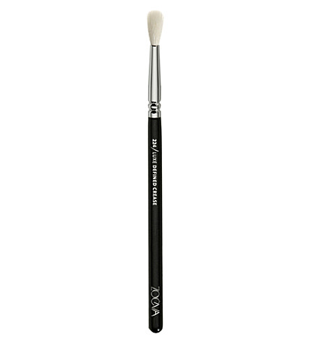 224 Luxe Defined Crease Brush by Zoeva