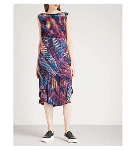 ISSEY MIYAKE 双流抽象-打印褶裥连衣裙 (红 + 多