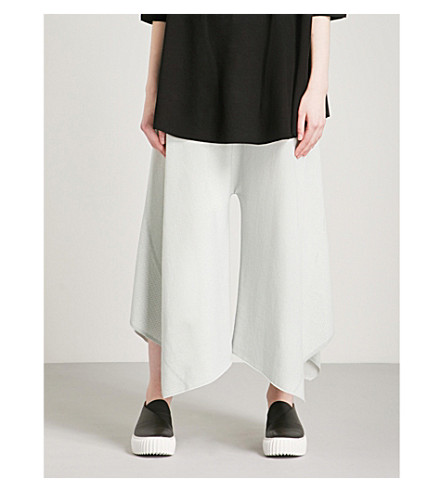 ISSEY MIYAKE Arch flared cropped woven trousers (Light+grey