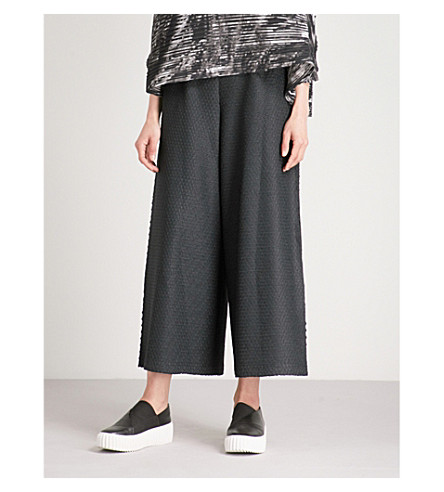 ISSEY MIYAKE Straight cropped textured trousers (Black