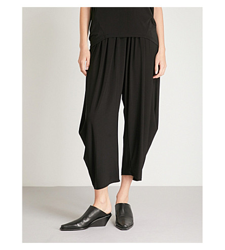 ISSEY MIYAKE High-rise wide crepe-jersey cropped trousers (Black
