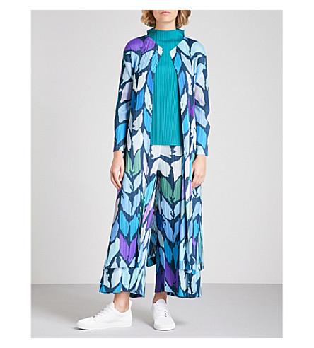 PLEATS PLEASE ISSEY MIYAKE Abstract-print pleated coat (Navy
