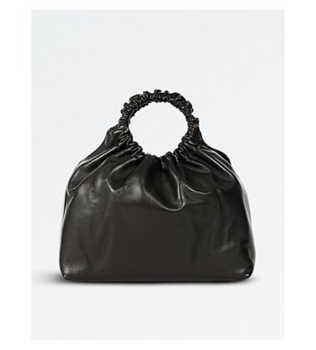 THE ROW 圈皮革挎袋 (黑色 + 鹅卵石