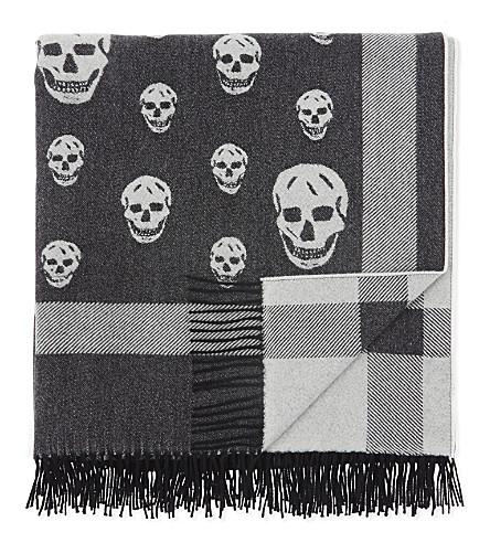 ALEXANDER MCQUEEN 大头颅印花羊毛和羊绒混纺披肩 (黑 + 象牙