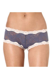 KINKY KNICKERS Scalloped lace boy shorts