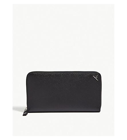 PRADA 大型 Saffiano 真皮旅行钱包 (黑色