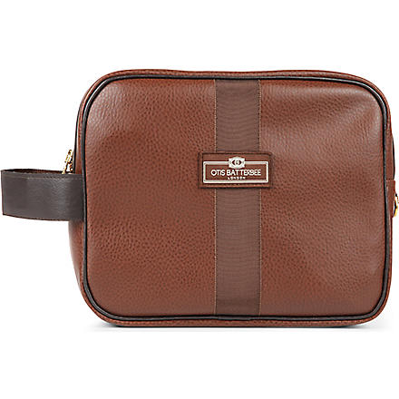 OTIS BATTERBEE Large faux-leather wash bag (Brown