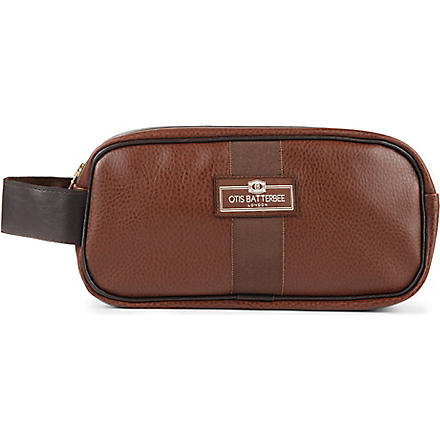 OTIS BATTERBEE Small faux-leather wash bag (Brown