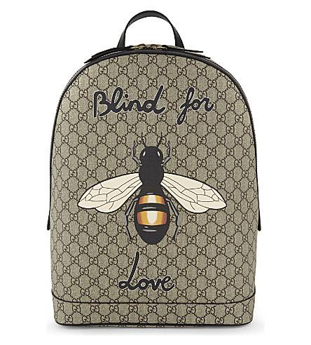 GUCCI Bee print GG Supreme backpack (Beige
