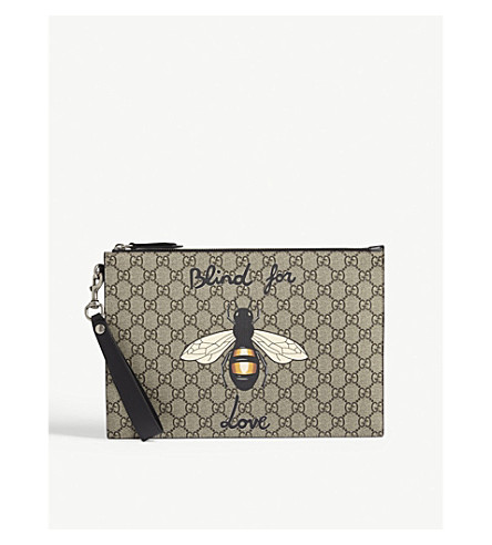 GUCCI Bestiary Bee GG Supreme pouch (Beige