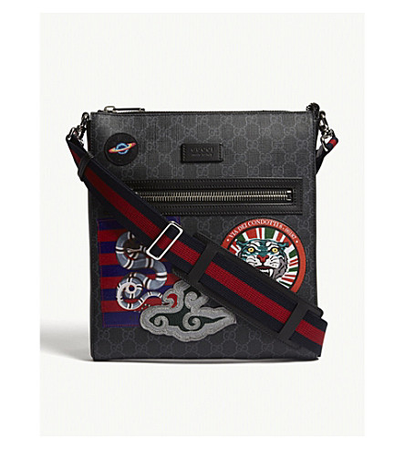 GUCCI GG Supreme patches messenger bag (Black+multi