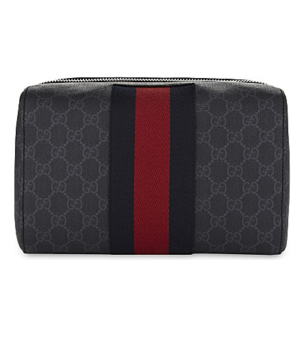 GUCCI GG Supreme canvas wash bag (Beige