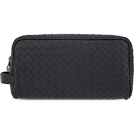 BOTTEGA VENETA Woven leather wash bag (Nero