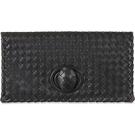 BOTTEGA VENETA Intrecciato turnlock clutch (Nero