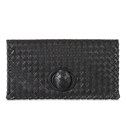 BOTTEGA VENETA Intrecciato leather turnlock clutch (Nero