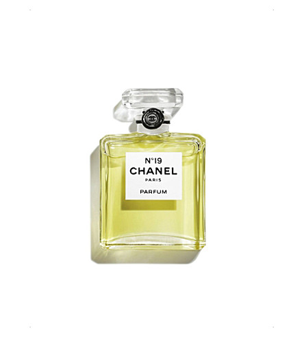 CHANEL <strong>N&ordm;19</strong> Parfum Bottle 7.5ml