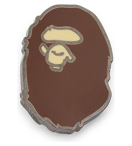 A BATHING APE Ape head pin (Brown