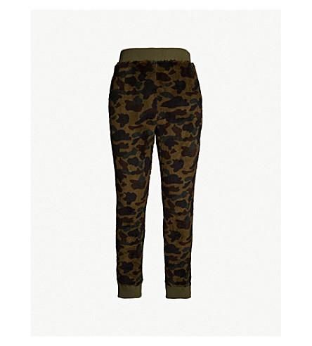 A BATHING APE Camouflage-patterned fleece track pants (Green