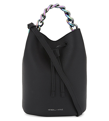 KENDALL & KYLIE Ladie mini bucket bag (Black/iridescent