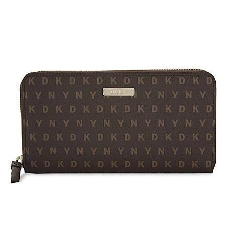 DKNY Logo large zip-around wallet (Brown+logo