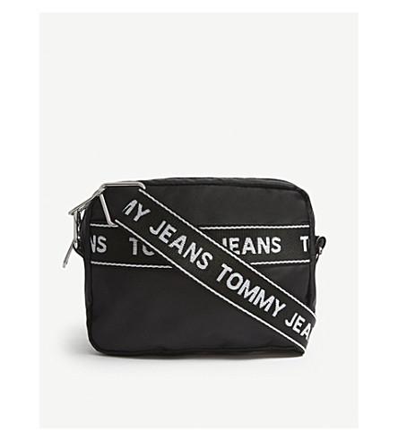 TOMMY JEANS磁带徽标帆布摄像机十字体袋 (黑色