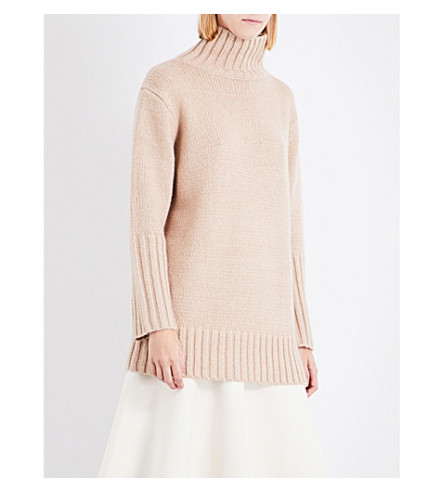 PROTAGONIST Turtleneck oversized knitted jumper (Camel