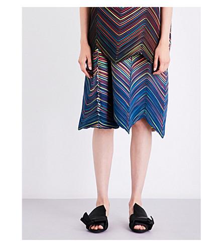 ISSEY MIYAKE Iris pleated skirt (Blue-hude