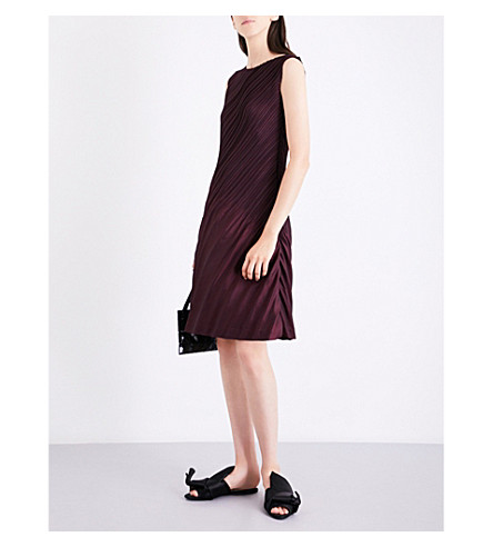 ISSEY MIYAKE Slant pleated dress (Bordeaux