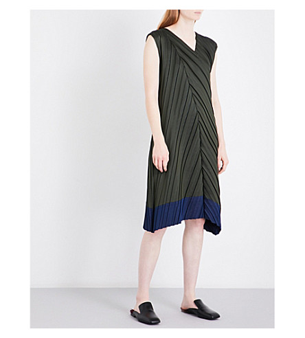 ISSEY MIYAKE Colourblock pleated midi dress (Khaki x navy