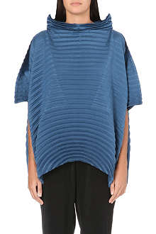 ISSEY MIYAKE Peaked collar pleated top