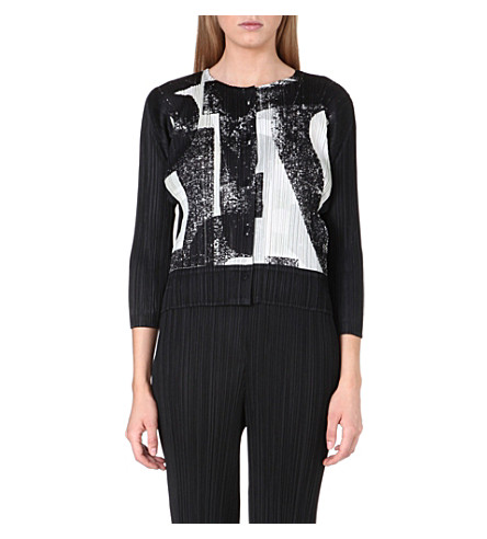 PLEATS PLEASE ISSEY MIYAKE Typo-print pleated jacket (Black/white