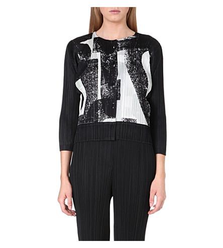 PLEATS PLEASE ISSEY MIYAKE Typo-print pleated jacket (Black/white