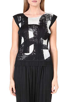 PLEATS PLEASE ISSEY MIYAKE Typo print pleated top