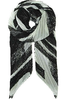 PLEATS PLEASE ISSEY MIYAKE Zigzag pleated scarf