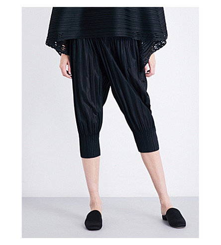 PLEATS PLEASE ISSEY MIYAKE Fluffy Basic cropped pleated trousers (Black
