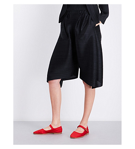 PLEATS PLEASE ISSEY MIYAKE Wide-leg pleated shorts (Black