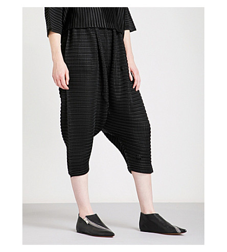 PLEATS PLEASE ISSEY MIYAKE Arare cropped pleated trousers (Black