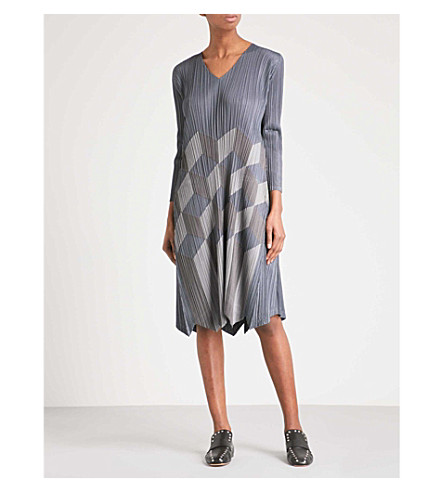 PLEATS PLEASE ISSEY MIYAKE Geometric patchwork V-neck pleated dress (Ash+gray