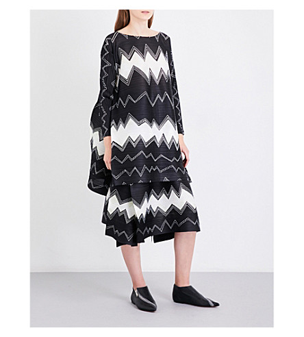 PLEATS PLEASE ISSEY MIYAKE Gizagiza geometric-print pleated dress (Monochrome