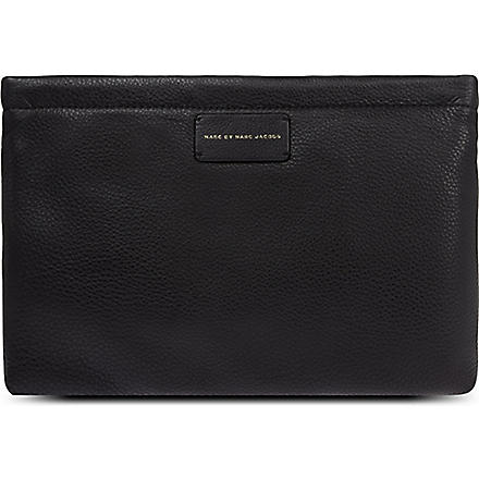 MARC BY MARC JACOBS Cant clutch This large leather pouch (Black