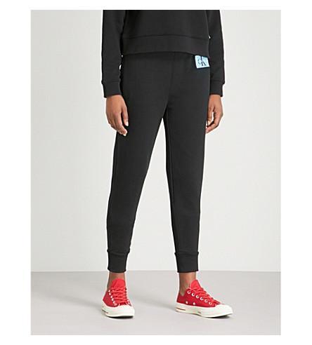 CALVIN KLEIN 徽标补丁棉混合慢跑裤 (Ck + 黑色
