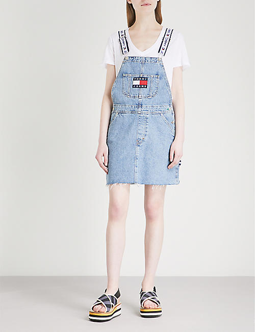 TOMMY JEANS '90s embroidered denim dungaree dress
