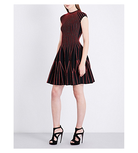 ALEXANDER MCQUEEN Cap-sleeved knitted mini dress (Black/red/gold