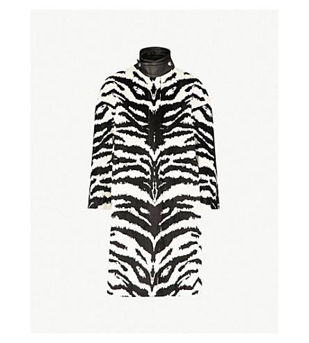 ALEXANDER MCQUEEN 斑马图案天鹅绒提花大衣 (象牙/黑色
