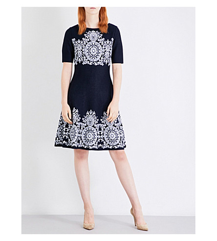 ST JOHN Patterned fit-and-flare knitted dress (Navy+bianco
