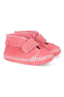 MINNETONKA Velcro strap fringe booties 3-24 motnhs