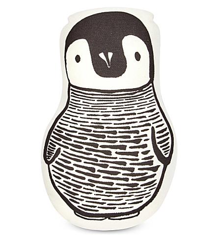 WEE GALLERY Nurdery friends penguin throw pillow