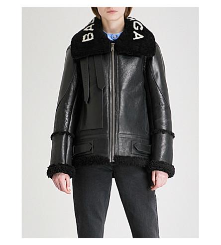 BALENCIAGA Logo-print shearling jacket (Noir/blanc