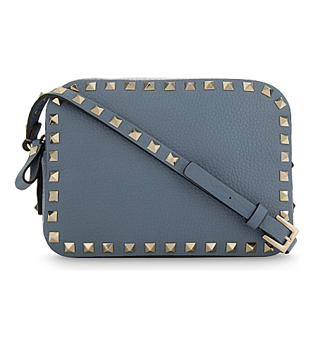 VALENTINO Rockstud grained leather camera cross-body bag (Grey+sky