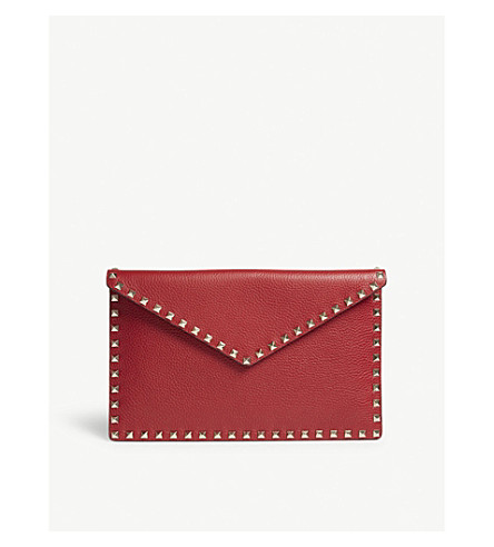 VALENTINO Rockstud large grained leather envelope clutch (Rosso+v